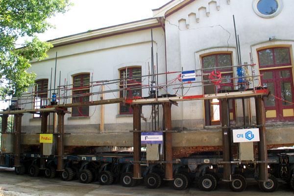 Station Op Wielen Houten.Langs De Rails