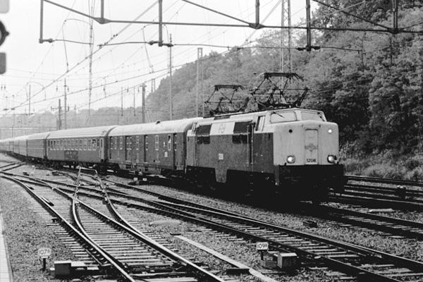 trein aken dusseldorf